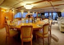 Новинка - моторная яхта на 40 метров, доступная к аренде на Черном море.