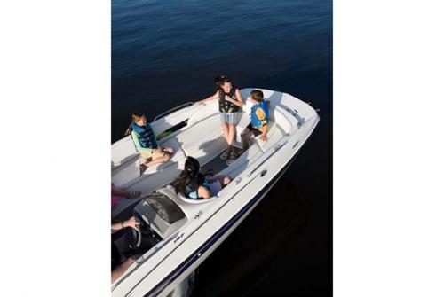 Bayliner Deck Boat 197 3027