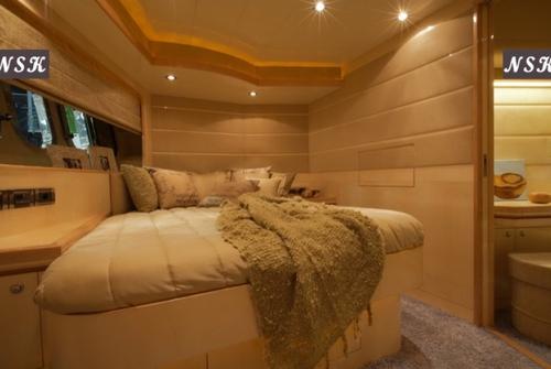 Elegance Yachts 60 7020