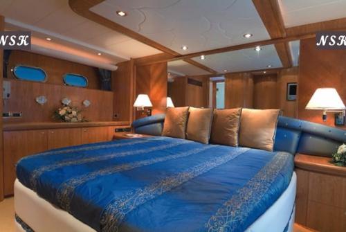 Elegance Yachts 64 7043