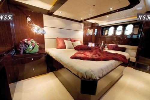 Elegance Yachts 64 7053