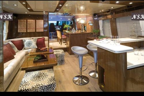 Elegance Yachts 72 7086