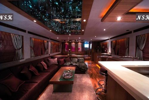 Elegance Yachts 82 7164