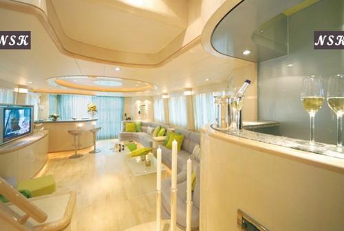 Elegance Yachts 82 7169