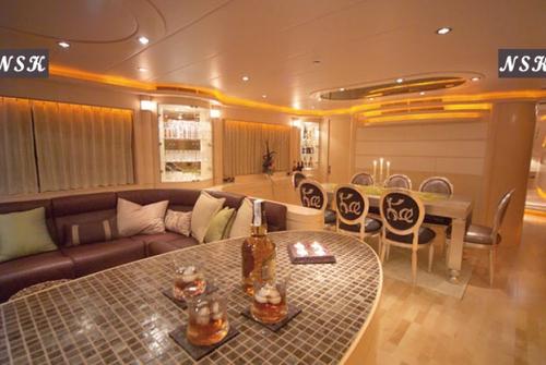 Elegance Yachts 90 7220