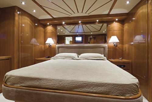 Falcon Yachts 90 7656