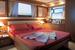 Кровать в большой каюте яхты Ферретти 690