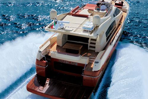 Яхта Ferretti 690 на ходу