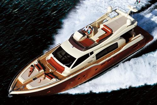 Яхта Ferretti 690 вид сверху