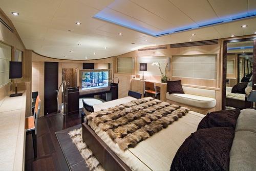 ISA Yachts 120 8585