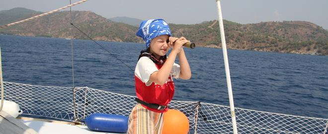 Мам,пап, а можно мне с вами на яхту ?