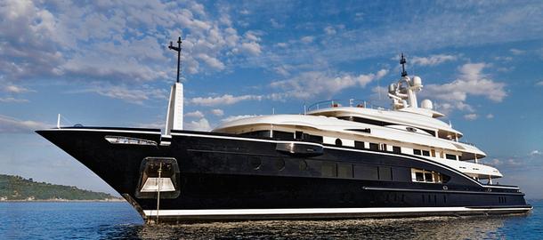 Яхта для большой и дружной семьи.